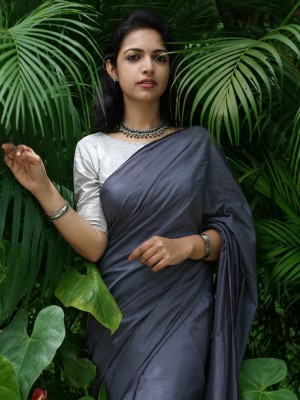 Grey Saree With Geometric Buta